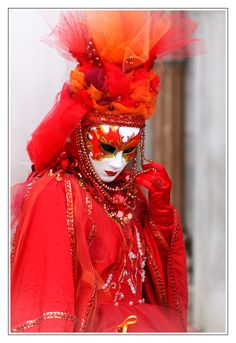 red lady by emanuele zoppo martellini Mardi Gras Carnival, Venetian Carnival Masks, Carnival Of Venice, Anastasia, Venice Carnivale, Creative Costumes, Masquerade, Lady In Red, Royal Court