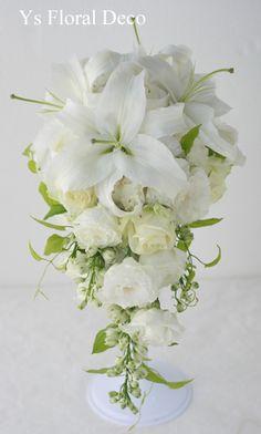 土曜日に浦安のミラコスタさんへお届けしましたキャスケードブーケです。新婦さんは遠方にお住まいで、メールのみでのお打合せでしたが、お花とってもお気に召してい...