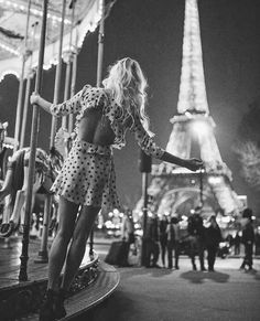 Find images and videos about fashion, style and outfit on We Heart It - the app to get lost in what you love. Paris Photography, Tumblr Photography, Photography Poses, Tour Eiffel, Louvre Paris, Paris Love, Paris Paris, Parisienne Chic, Paris Outfits
