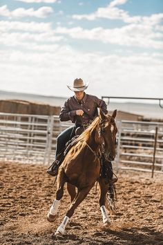 Find the latest styles in cowboy boots & hats, western wear, work boots and much more. Country Best Friends, Country Boys, Cowboy Photography, Dude Ranch Vacations, Horse Riding Tips, Horse Show Clothes, Barrel Racing Horses, Rodeo Life, Western Riding