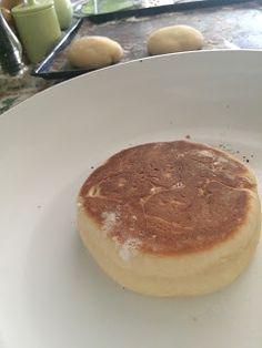 Olá ,   Desta vez trago uma receita da ilha verde , São Miguel .  Os famosos bolos lêvedos das furnas .   Embora tenha nome de bolo , ...
