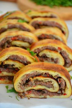 Mince Rolls Pastry recipe - World Cuisine Pastry Recipes, Dessert Recipes, Cooking Recipes, Turkish Recipes, Ethnic Recipes, Turkish Kitchen, Tasty, Yummy Food, Middle Eastern Recipes