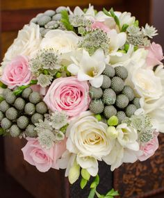 Buchet mireasa trandafiri roz pall si albi, frezii albe, brunia, astrantia Astrantia, Floral Wreath, Wreaths, Home Decor, Floral Crown, Decoration Home, Door Wreaths, Room Decor, Deco Mesh Wreaths