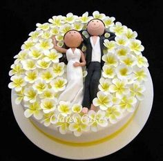 Bride and groom in a field of plumeria. I would want a field of sunflowers! By Clare's Cakes via Cake Wrecks Sunday Sweets. Gorgeous Cakes, Pretty Cakes, Cute Cakes, Amazing Cakes, Cake Wrecks, Wedding Cake Toppers, Wedding Cakes, Bridal Shower Cakes, Bridal Showers