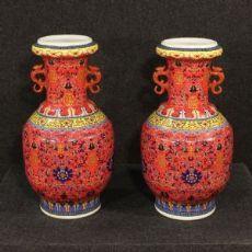 Coppia di vasi in ceramica dipinta a mano, Cina del XX secolo