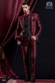 Traje de novio italiano de época barroco en color rojo y negro