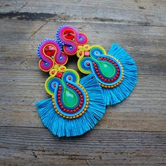 Waikiki -Summer and colorful soutache earrings ! Tatting Jewelry, Thread Jewellery, Diy Jewelry, Beaded Jewelry, Jewelry Making, Diy Tassel Earrings, Soutache Earrings, Earrings Handmade, Decorative Tape