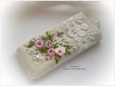 Wonderful Ribbon Embroidery Flowers by Hand Ideas. Enchanting Ribbon Embroidery Flowers by Hand Ideas. Embroidery Purse, Hand Embroidery Flowers, Flower Embroidery Designs, Types Of Embroidery, Learn Embroidery, Silk Ribbon Embroidery, Embroidery For Beginners, Hand Embroidery Patterns, Embroidery Techniques