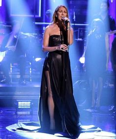 @celinedion made an amazing musical appearance on The Tonight Show Starring @jimmyfallon wearing Sierpes ring in white gold, onyx and diamonds.