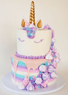 60 Simple Unicorn Cake Design Ideas These trendy Unicorn ideas would gain you amazing compliments. Check out our gallery for more ideas these are trendy this year. Mini Cakes, Cupcake Cakes, Unicorn Cake Design, Unicorn Cakes, Bolo Tumblr, Unicorn Themed Birthday, Unicorn Party, Baby Unicorn, Rainbow Unicorn