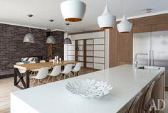 кухня и толовая зона - стол, остров, цветовая палитра