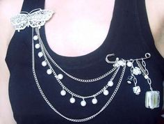 very easy pin necklace, DIY. could be used to recycle broken necklaces.