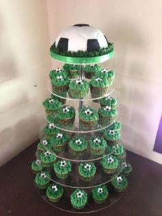 Footballs instead of soccer balls. Soccer Cupcakes, Soccer Ball Cake, Soccer Party, Football Themed Cakes, Football Birthday Cake, Harry Birthday, 6th Birthday Parties, Cake Making Supplies, Sugar Craft