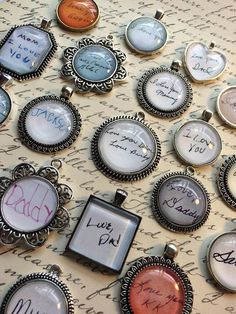 DIY INSPIRATION: Designer Jill Campa created a personal keepsake combining charms and people's handwriting. Keepsake Crafts, Memory Crafts, In Memory Gifts, Resin Jewelry, Jewelry Crafts, Jewellery, Unique Jewelry, Craft Gifts, Diy Gifts