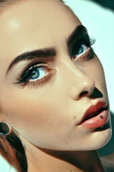 Are you the one who is looking for a great substitute to the standard lip piercings? If yes, then you can try Jestrum Lip Piercing. The Jestrum piercing is Monroe Piercings, Facial Piercings, Types Of Piercings, Medusa Piercing, Piercing Tattoo, Body Piercing, Ashley Piercing, Vertical Labret Piercing, Lip Shapes