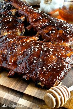 Slow Cooker Honey-Garlic Baby Back Ribs -. Slow Cooker Honey-Garlic Baby Back Ribs - Easy and super delicious! This will become your new favorite ribs recipe! Rib Recipes, Cooker Recipes, Slow Cooker Ribs Recipe, Recipe For Pork Ribs, Best Ribs Recipe, Slow Cooker Pork Belly, Slow Cooker Bbq Ribs, Honey Recipes, Easy Recipes