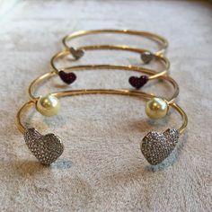 "40 curtidas, 4 comentários - LAVINIA BRAAZ (@lavinia_braaz) no Instagram: ""Pra você se apaixonar ♥️ . . . #laviniabraaz #semijoiasdeluxo #braceletes #saopaulo #jardins…"""