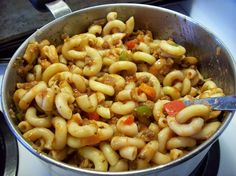 Goulash is a tasty mixture of macaroni, veggie burger (or ground beef) and vegetables in a tomato sauce. Rock Recipes, Veggie Recipes, Pasta Recipes, Beef Recipes, Dinner Recipes, Cooking Recipes, Healthy Recipes, Veggie Food, Healthy Meals