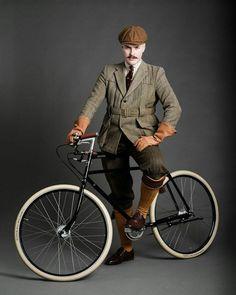 Tweed style on a Pashley bike Pashley Bike, Anjou Velo Vintage, British Country Style, Norfolk Jacket, Vintage Men, Vintage Fashion, Tweed Ride, Retro Bicycle, Bike Style