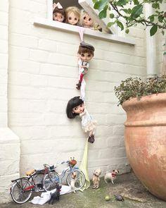 La imagen puede contener: 1 persona, niños y exterior Cute Cartoon Pictures, Cute Cartoon Girl, Miniature Photography, Cute Photography, Beautiful Barbie Dolls, Pretty Dolls, Anime Dolls, Blythe Dolls, Cute Baby Wallpaper