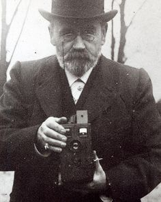 "writers doing normal shit on Twitter: ""Émile Zola, taking picture of you.… "" Pictures Of You, Taking Pictures, The Lives Of Others, Location History, France, London, Monuments, Bridges, Writers"