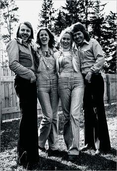 """ABBA (Agnetha Fältskog Björn Ulvaeus Benny Andersson Anni-Frid """"Frida"""" Lyngstad)-https://www.youtube.com/watch?v=BshxCIjNEjY"""