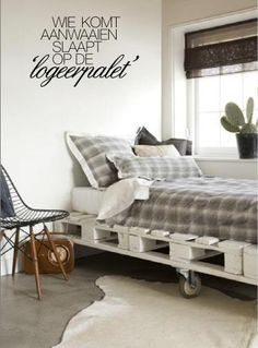 Bed van pallets Kids Room, Chaise Lounge, Furniture, Wood Pallets, Home, Couch, Storage Bench, Home Decor, Room