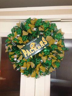 Green Bay packers created and designed by Ronda Cromeens. XL. Full detailed burlap mixed. 60$