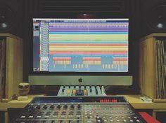 Más de @tramasdamenace. Dejándolo todo bien ordenado para que el oído lo agradezca.  [Contacta conmigo para grabar mezclar y masterizar tu single o proyecto underground o profesional a través de http://ift.tt/1OqKLY7 o en www.BigHozone.com]. #tramas #noruega #showtimeestudio #grabacion #mezcla #masterización #mastering #rap #hiphop #rapespañol #hiphopespañol #musicaurbana #urban #musica #music #bighozone #estudio #malaga #cubase