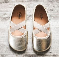 ✕ Golden slippers—perfect for the little girl who is never without a little magic in her step… (from leuie.com) / #flats #ballerina #shoe #children