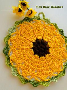 Olá!     Mais um  Pega Panelas Flor com o tema Girassol !   Fiz este da primeira foto   hoje, sinto não ter o gráfico.  Abaixo mais Pega Pa...