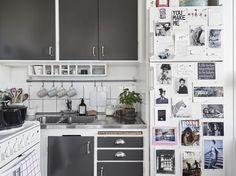 Haråsgatan 19 | Stadshem Mini Kitchen, Kitchen Dining, Grey Cabinets, Kitchen Cabinets, Compact Kitchen, Apartment Design, House Rooms, Interior Design Kitchen, Interior Inspiration