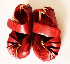red baby leather shoes = cute meter blown.