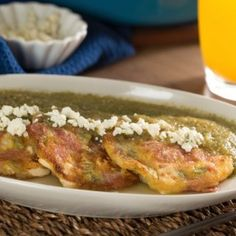 Nopal Pancakes, Ham and Panela Cheese in Green Sauce Authentic Mexican Recipes, Mexican Food Recipes, Ethnic Recipes, Mexican Dishes, How To Cook Lobster, How To Cook Steak, How To Cook Nopales, Salsa Verde, Cooking Games For Kids