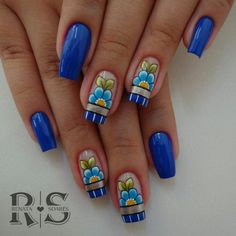 Nails Decorated with Perfect Stripes. See step by step and various models Fabulous Nails, Gorgeous Nails, Solar Nails, Sunflower Nails, Diva Nails, Elegant Nails, Birthday Nails, Blue Nails, French Nails