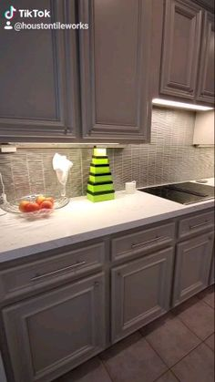 Installation of lineal glass mosaic tile from Akdo Clean Kitchen Cabinets, Kitchen Tiles, Kitchen Layout, Kitchen Flooring, Kitchen Design, Kitchen Cabinets Design, Kitchen With Black Appliances, Dark Kitchens, Kitchen Colors