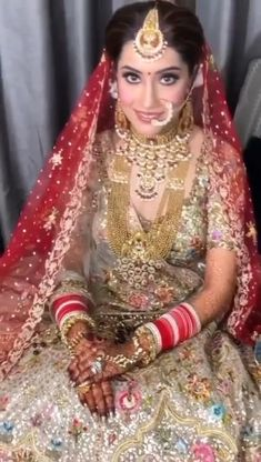 Bridal Mehndi Dresses, Indian Bridal Outfits, Indian Bridal Fashion, Pakistani Bridal Dresses, Pakistani Bridal Jewelry, Wedding Lehenga Designs, Designer Bridal Lehenga, Bridal Lehenga Choli, Saree