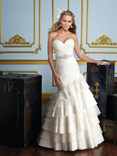 MORI LEE 6723 Talla 4 Vestido de novia estilo corset con escote de corazón. Confeccionado en material ligero, es muy cómodo de llevar. El drapeado al frente se cr...