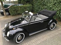 Volkswagen – One Stop Classic Car News & Tips Vw Super Beetle, Beetle Car, Cool Old Cars, Cute Cars, Vw Coccinelle Cabriolet, Cabrio Vw, Volkswagen Convertible, Car Jokes, Vw Vintage