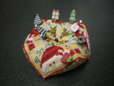 "modèle de Barbara Ana Designs, ""Christmas Biscornu"""