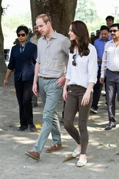 Pin for Later: Kate Middleton Enchaine les Tenues de Créateurs Pendant Son Voyage en Inde Portant un jean Zara.