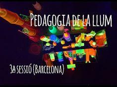 Pedagogia de la llum al Cau de les Goges - YouTube Overhead Projector, Shadow Play, Reggio Emilia, Light Project, Light And Shadow, Light Table, Ombre, School, Arts Plastiques