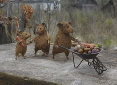 Amazing needle felted animals by Natasha  Fadeeva just beautiful xx  http://www.fadeeva.com/animals.html