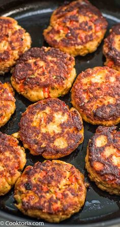 Salmon Burgers This Easy Salmon Burger recipe is definitely a keeper. Made with canned salmon and simple ingredients, you'll want Fish Recipes, Seafood Recipes, Dinner Recipes, Cooking Recipes, Healthy Recipes, Canned Salmon Recipes, Ark Recipes, Seafood Appetizers, Flour Recipes