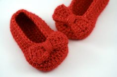 Crochet Ruby Slippers // Sparkly Red Ballet Shoes with Bows // 6 to 9 Months by lauraanncrochet