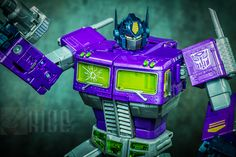 Transformers Masterpiece Shattered Glass Optimus Prime