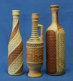 Обычные стеклянные бутылки, которые большинство людей выбрасывают, можно превратить в красивый элемент декора. А самое главное, что это не займет много времени и не потребует больших финансовых затрат  Всё …