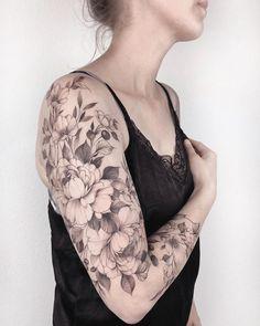 23 beautiful floral tattoo ideas for the woman housewife schöne florale Tattoo-Ideen für die Frau Hausfrau – flower tattoos 23 beautiful floral tattoo ideas for the woman housewife - Elegant Tattoos, Feminine Tattoos, Sexy Tattoos, Unique Tattoos, Beautiful Tattoos, Body Art Tattoos, Tattoos Pics, Arm Sleeve Tattoos, Sleeve Tattoos For Women
