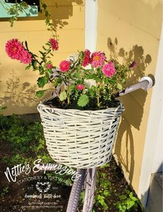 From Rusty Bike to Flower Planter   Netties Expressions Pink Spray Paint, Color Spray, Lilac Painting, Pink Bike, Old Baskets, Monday Inspiration, Lilac Color, Flower Planters, Types Of Wood
