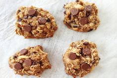 Healthy Peanut Butter Oatmeal Cookies // sounds like a good snack for Isaac Banana Oatmeal Cookies, Peanut Butter Oatmeal, Healthy Peanut Butter, Almond Butter, Just Desserts, Delicious Desserts, Yummy Food, Tasty, Healthy Cookies